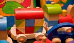 Internos de penal Magdalena fabricaron juguetes para niños de esa localidad