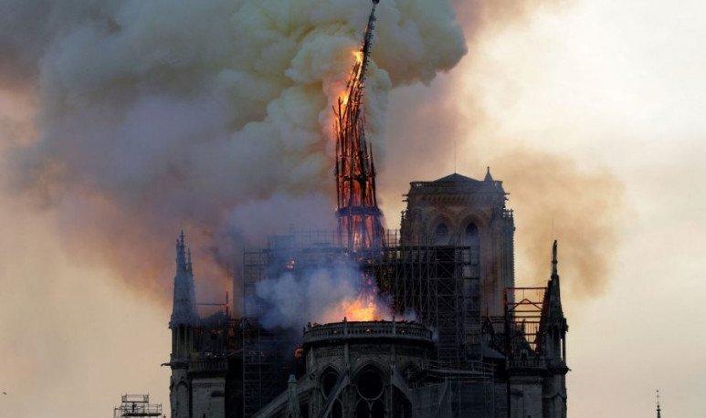 Notre Dame Caida