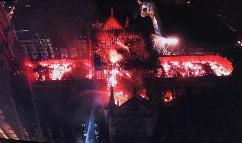 Incendio Catedral de Notre Dame en París.