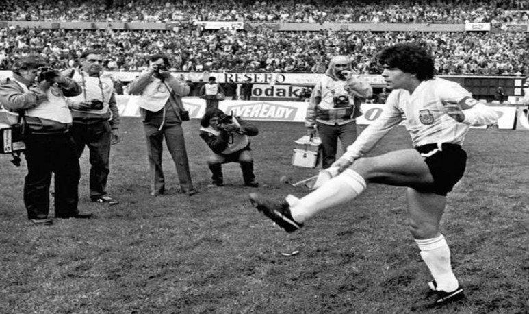 maradona-debut
