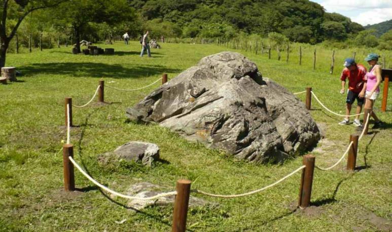 Tucumán piedra pintada