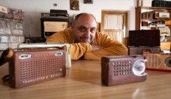 El coleccionista de radios antiguas