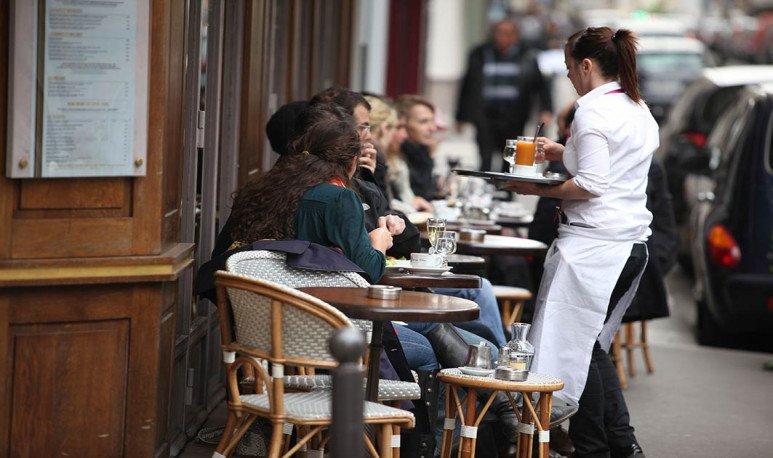 Mesas de bar en calle Las Heras Mendoza