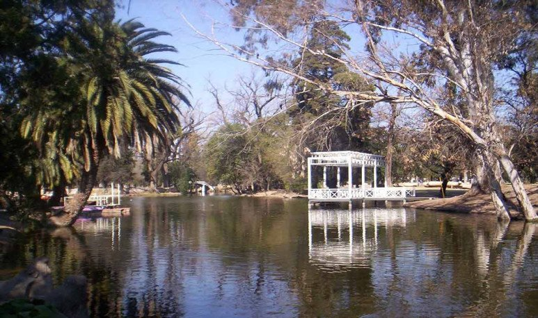 Vista de Isla-Crisol Parque Sarmiento Córdoba