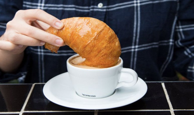 café y medialunas