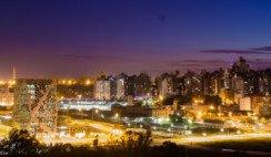 vista de la ciudad de cordoba nocturna