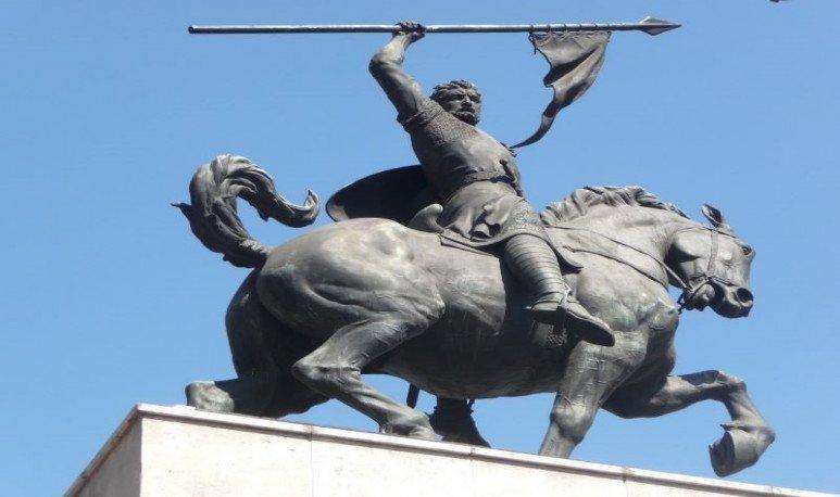 estatua del cid campeador en caballito