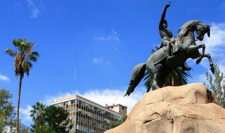 Estatua de San Martin en Mendoza