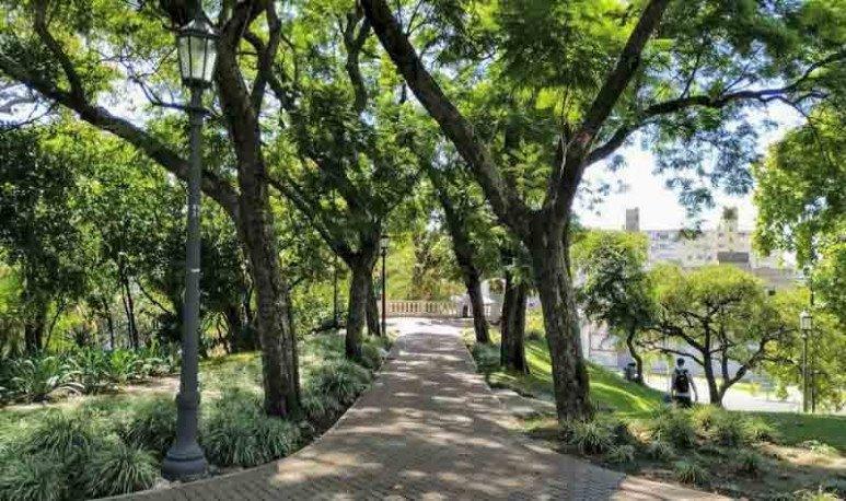El Parque Lezama, en la Ciudad de Buenos Aires, te contamos su historia y la de sus monumentos