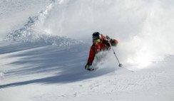 Mendoza es una zona privilegiada que ofrece la posibilidad de nieve esquiable con sol, temperaturas moderadas y escasos vientos.
