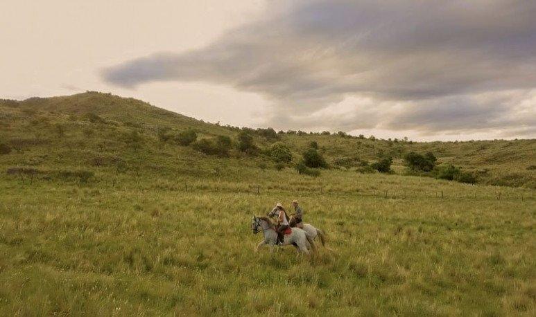 Te llevamos a la hermosa provincia de Córdoba para hablarte de dos estancias que mezcla actividades con caballos en entornos maravillosos.