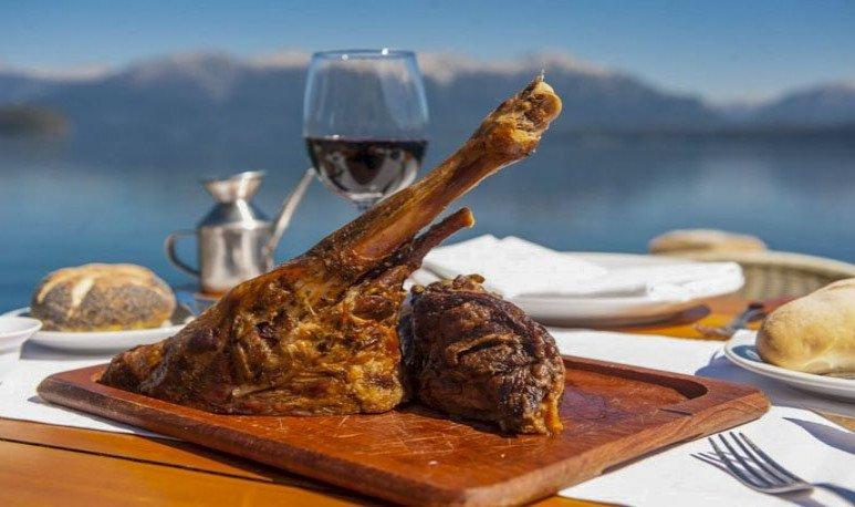 Hacemos un recorrido de Norte a Sur por la provincia de Neuquén y te contamos la variedad de platos que podés probar en cada región