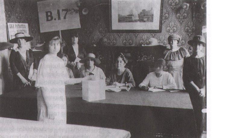 Primer ensayo de voto femenino